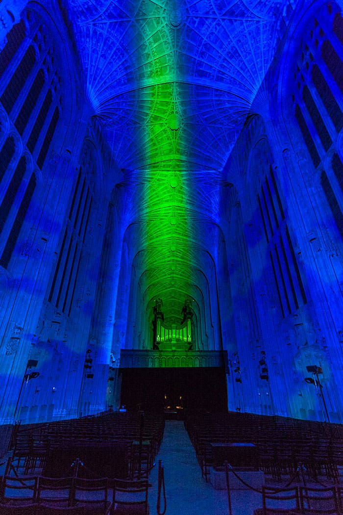 iglesia-cambridge-iluminada-por-miguel-chevalier-9