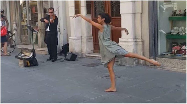 bailarina-junto-a-violinista-de-la-calle1