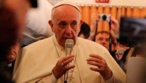 papa-francisco-dice-que-la-iglesia-debe-pedir-disculpas-a-los-gays1 - Copy