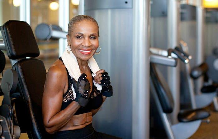 abuela-fisicoculturista-cumple-80-anos3