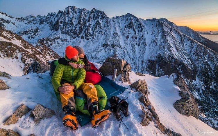 increibles-citas-en-las-montañas-eslovaquia-nieve-estrellas-enamorados-1