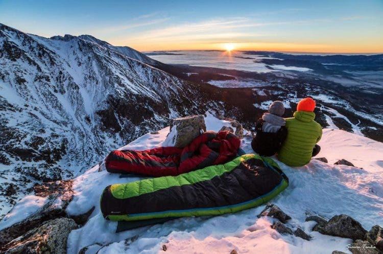 increibles-citas-en-las-montañas-eslovaquia-nieve-estrellas-enamorados-11
