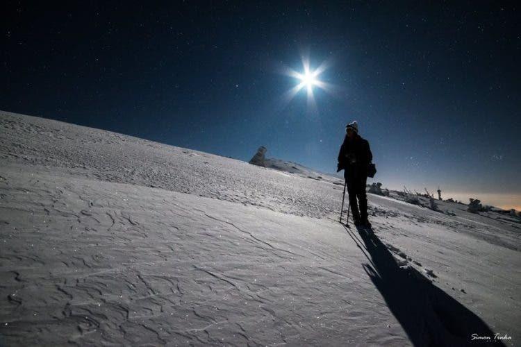 increibles-citas-en-las-montañas-eslovaquia-nieve-estrellas-enamorados-13