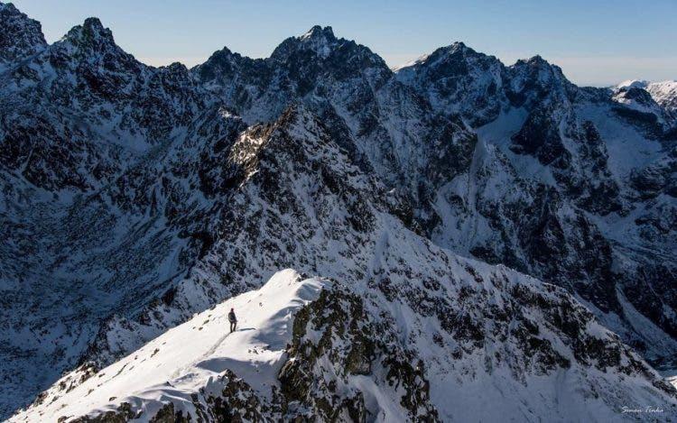 increibles-citas-en-las-montañas-eslovaquia-nieve-estrellas-enamorados-19