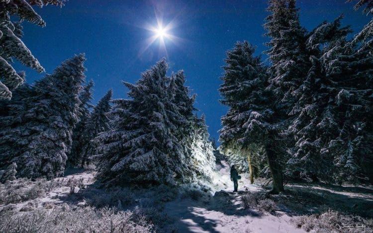 increibles-citas-en-las-montañas-eslovaquia-nieve-estrellas-enamorados-23