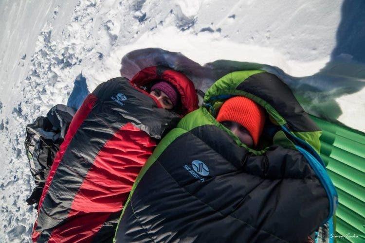 increibles-citas-en-las-montañas-eslovaquia-nieve-estrellas-enamorados-24