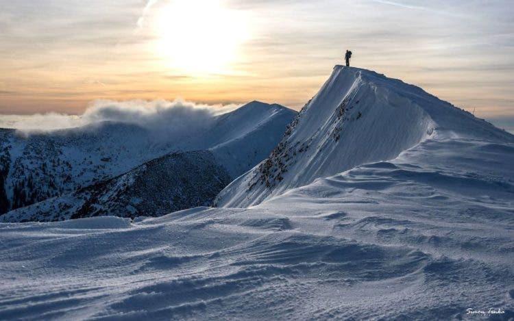 increibles-citas-en-las-montañas-eslovaquia-nieve-estrellas-enamorados-25