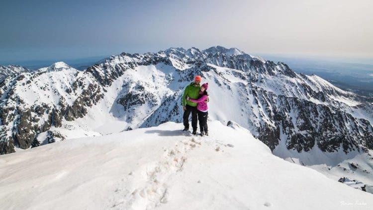 increibles-citas-en-las-montañas-eslovaquia-nieve-estrellas-enamorados-26