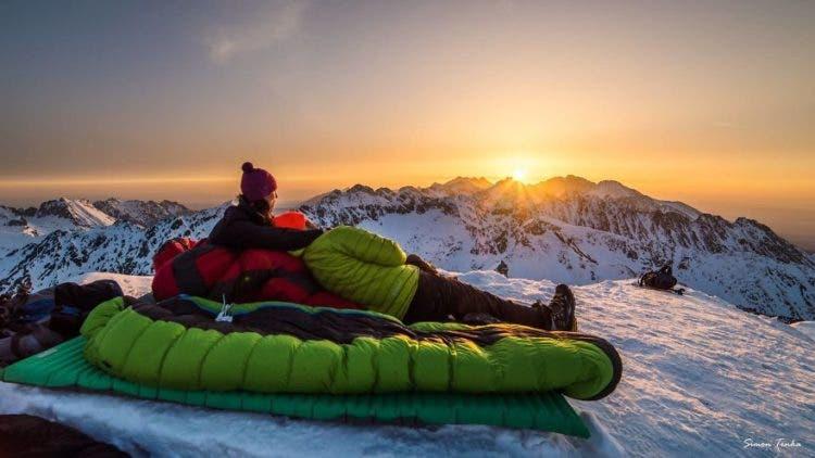 increibles-citas-en-las-montañas-eslovaquia-nieve-estrellas-enamorados-5