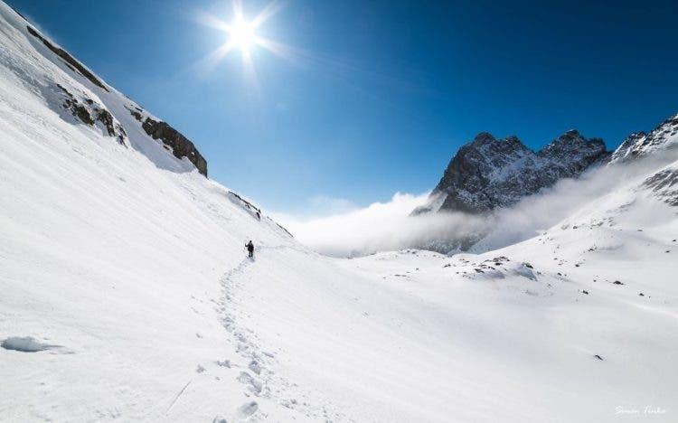 increibles-citas-en-las-montañas-eslovaquia-nieve-estrellas-enamorados-8