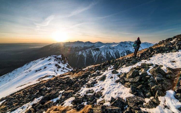 increibles-citas-en-las-montañas-eslovaquia-nieve-estrellas-enamorados-9