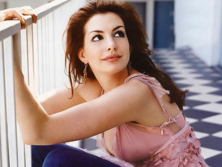 Anne-Hathaway 6