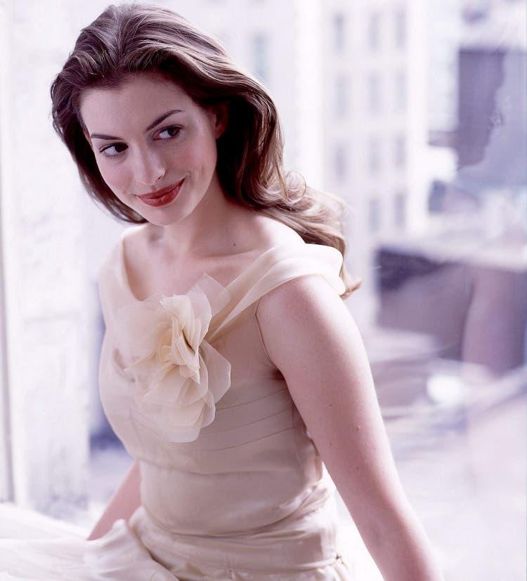 Anne-Hathaway 7