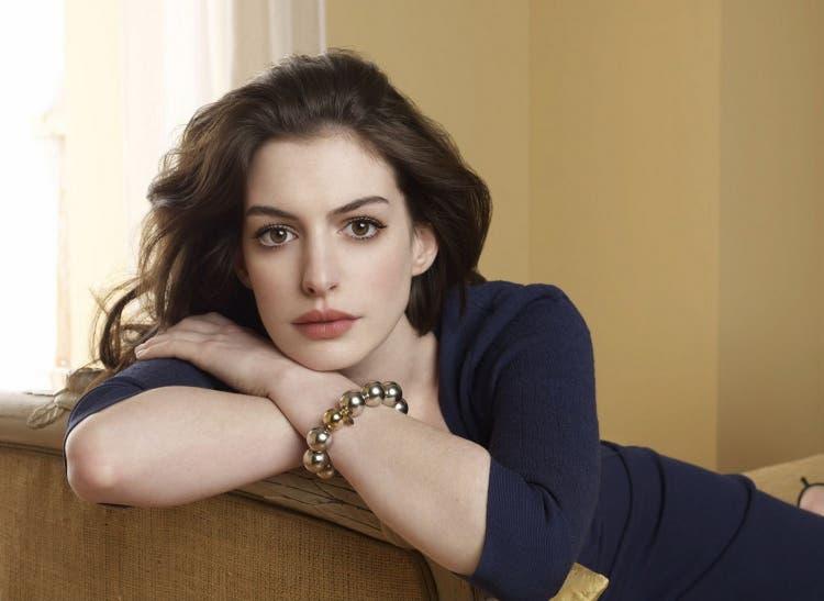 Anne-Hathaway 8