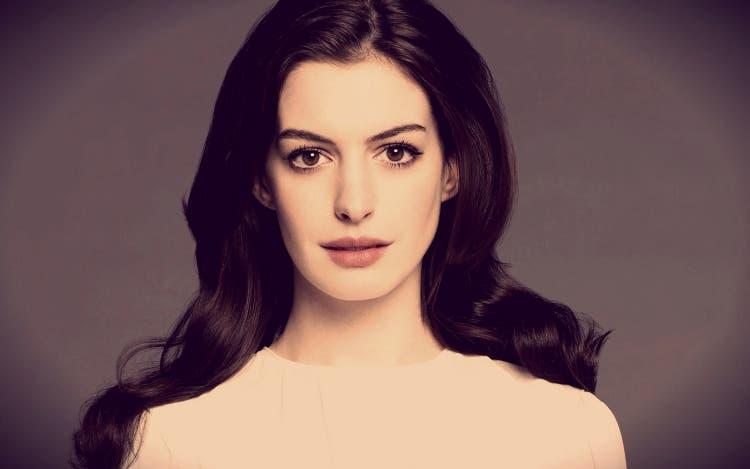 Anne-Hathaway 9