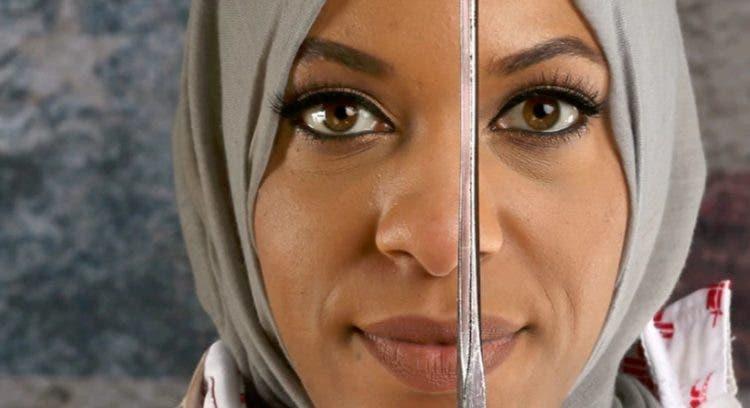 juega-esgrima-con-hijab10
