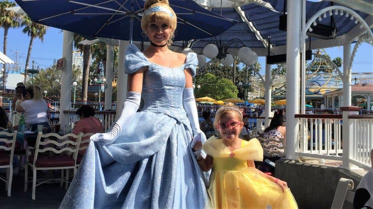 PIC BY CATERS NEWS - (PICTURED: Cailee meeting Cinderella in Disneyland) - A doting mum has planned a sightseeing bucket list for her little daughter who has an incurable eye condition that may eventually leave her blind. At just two-years-old Cailee Herrell, 6, was diagnosed with a rare disease, Familial exudative vitreoretinopathy (FEVR), which causes progressive vision loss. Before the little girl loses her sight completely, her family from Phoenix, Arizona, USA, want to complete a visual bucket list to fill her memory bank for the future. The heart-warming list included Cailees first trip to the ocean and fulfilling her dream of a magical holiday to Disneyland. SEE CATERS COPY