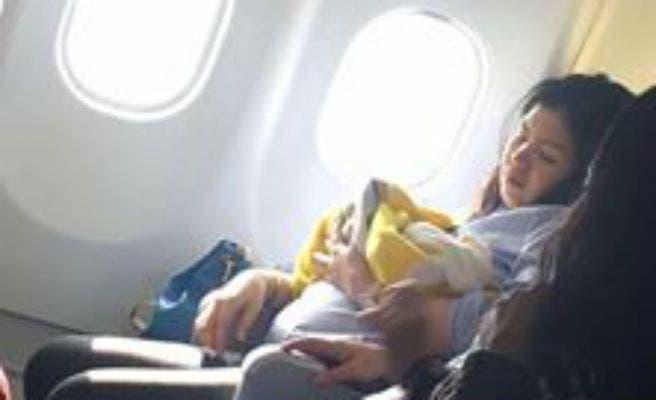 mujer-da-a-luz-en-avion1