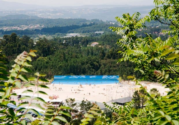 C5XY17 The artificial beach, known as Live Beach at Mangualde, in the interior of northern Portugal,. Image shot 2011. Exact date unknown.