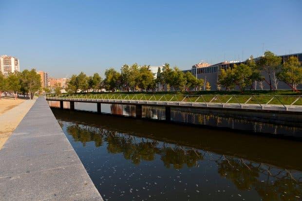 DF0008 Puente Oblicuo bridge in Madrid Rio, an ecological development, in Madrid, Spain, Europe