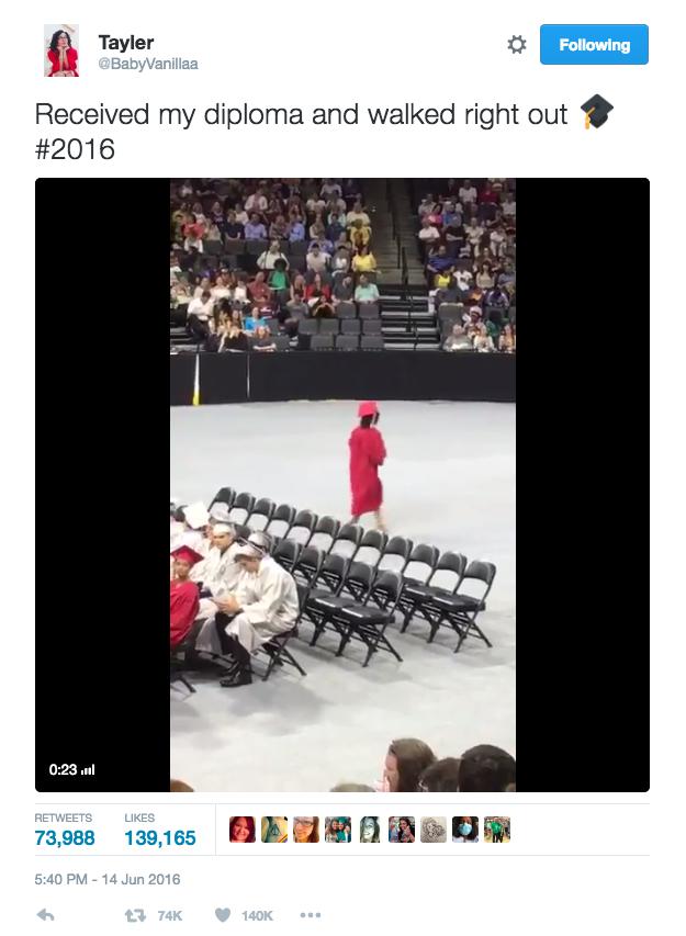 recibe-su-diploma-y-se-va-1