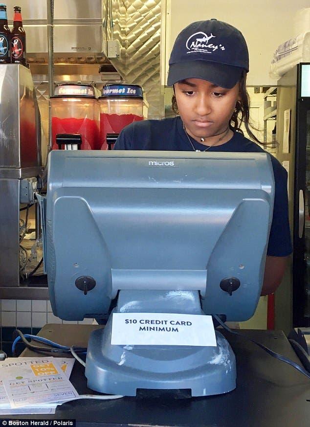 sasha-obama-trabaja-en-verano-de-camarera3