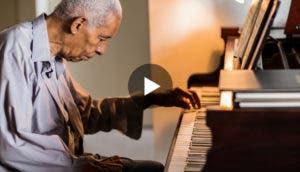 talentoso-pianista-lucho-por-su-sueño-usa-solo-su-mano-izquierda