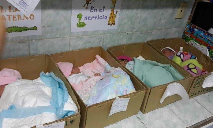 bebes-en-caja-de-carton-crisis-venezuela2