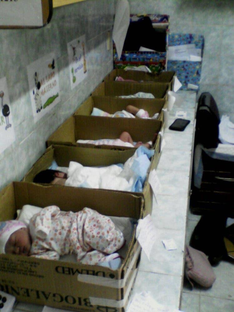 bebes-en-caja-de-carton-crisis-venezuela3