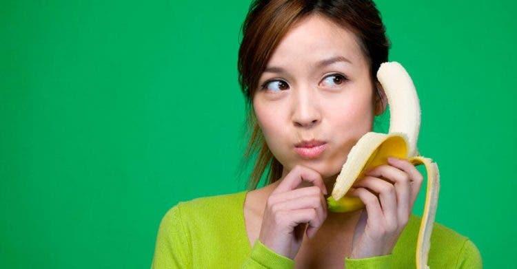 china-prohibe-videos-de-personas-comiendo-cambur1