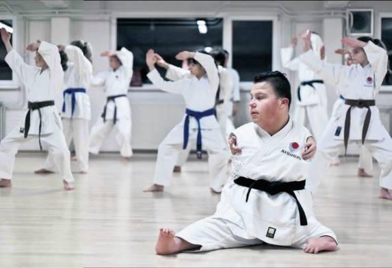 dicapacitado-realiza-demostracion-karate-1