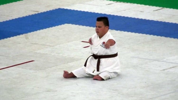 dicapacitado-realiza-demostracion-karate-3