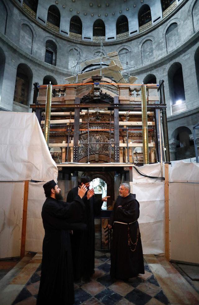 abren-sepulcro-de-jesucristo-despues-de-siglos4