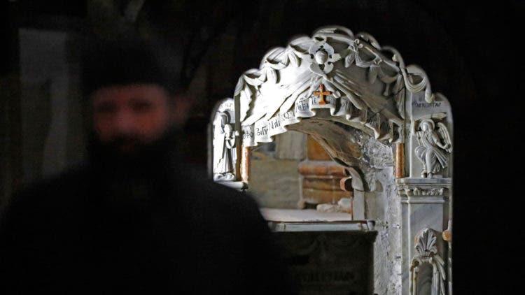 abren-sepulcro-de-jesucristo-despues-de-siglos7