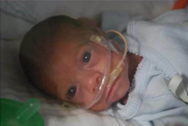 enfermera-recibe-sorpresa-bebe-prematuro2