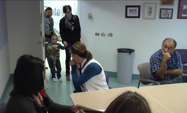 enfermera-recibe-sorpresa-bebe-prematuro5
