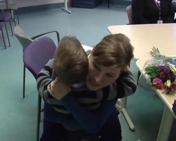 enfermera-recibe-sorpresa-bebe-prematuro6