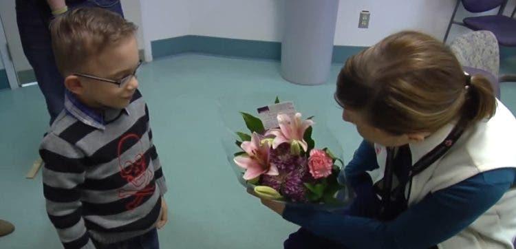 enfermera-recibe-sorpresa-bebe-prematuro9