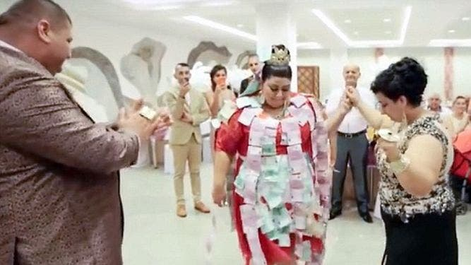 gitana-extravagante-vestido-150-mil-euros3