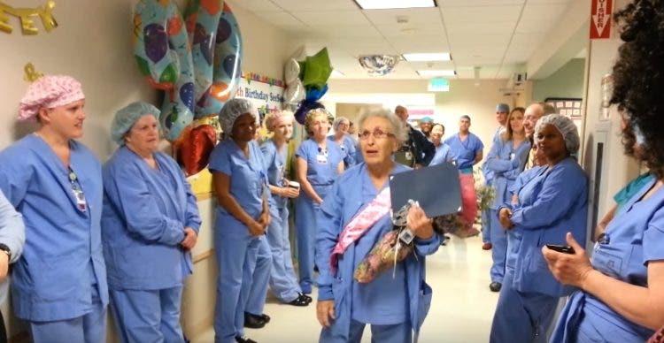 homenaje-enfermera-de-91anos-7
