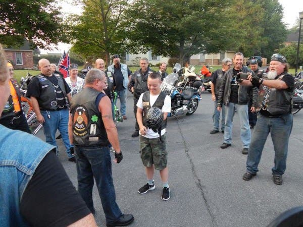 motociclistas-rudos-escoltan-a-nino-con-sindrome-de-down-4