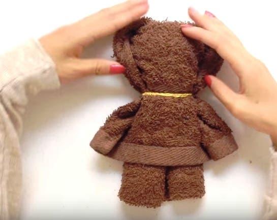 oso-de-peluche-con-toalla-pequena