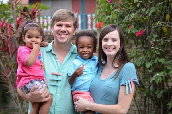 pareja-de-misioneros-tuvo-trillizos10