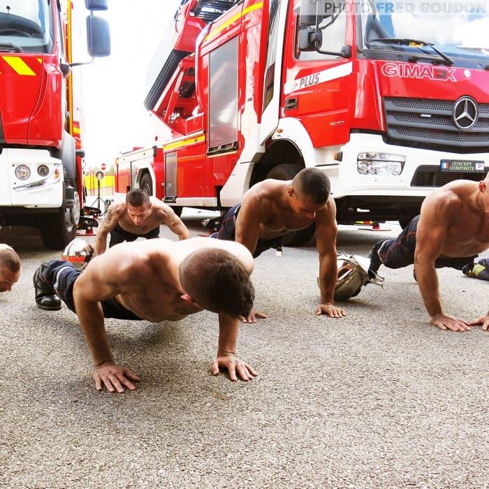 sensuales-bomberos-franceses-calendario-de-caridad-3