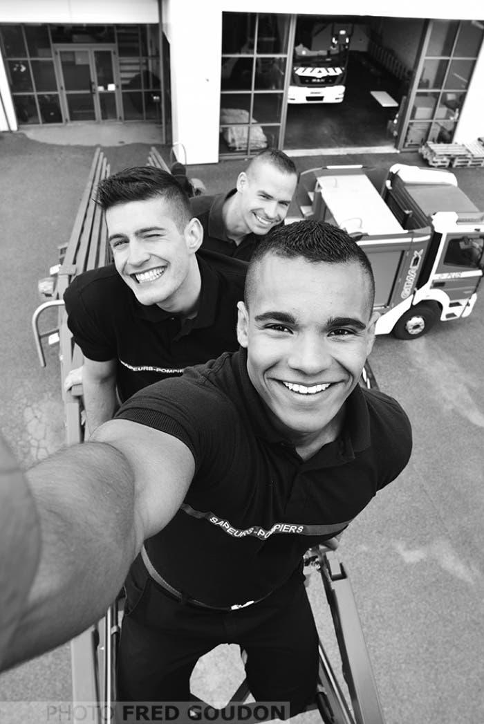 sensuales-bomberos-franceses-calendario-de-caridad-4