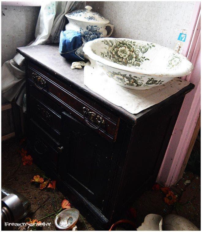 sorprendentes-imagenes-casa-abandonada-13
