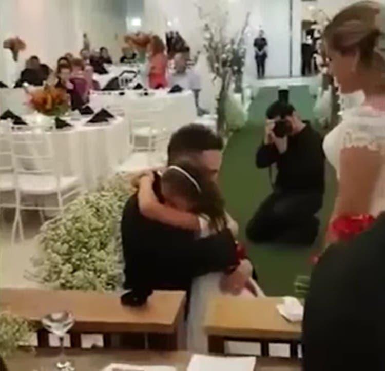 hombre-propone-ser-hija-para-siempre-01