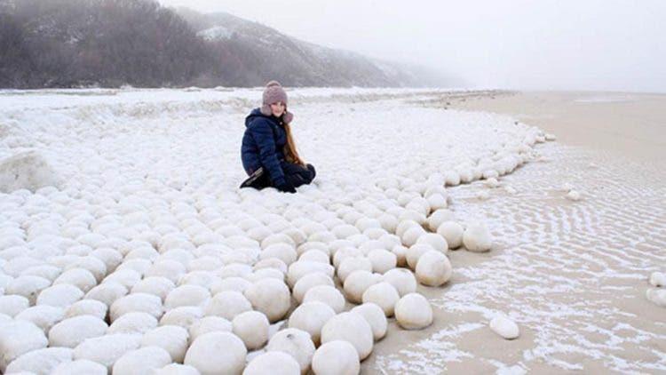 bolas-de-nieve-playa-siberia-1