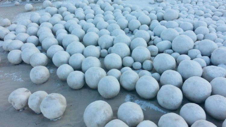 bolas-de-nieve-playa-siberia-3