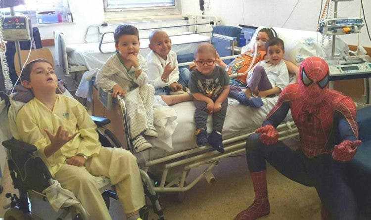 spiderman-que-visita-los-hospitales11